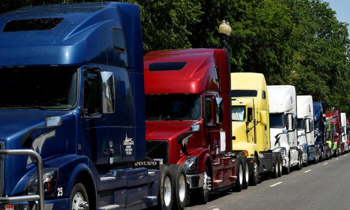 """Policía de Ohio """"monitorea"""" posibles protestas de camioneros contra los decretos de vacunación"""