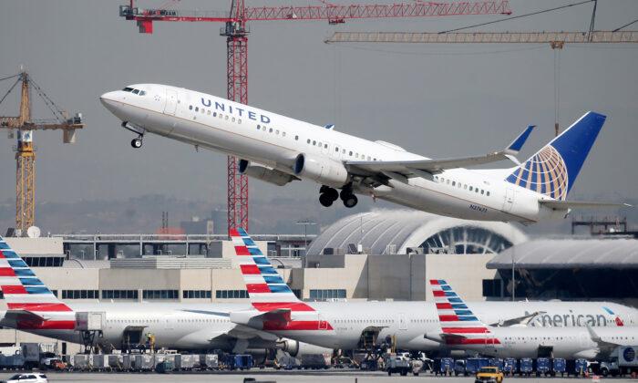 Biden reducirá restricciones de viaje en avión a extranjeros y exigirá prueba de vacunación completa