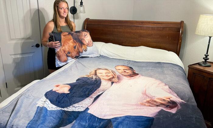 Padres regalan a su hija que entra a la universidad un edredón y una almohada con fotos de la familia