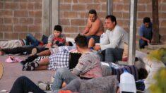Hallan abandonados en bodega en México a 162 migrantes, entre ellos 23 niños