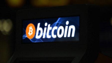 Precio del bitcoin se desploma en su primer día como moneda de curso legal en El Salvador