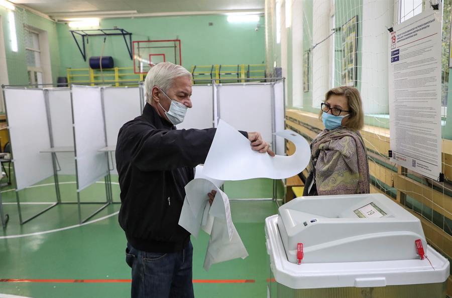 Rusia vota en las elecciones parlamentarias sin oposición principal