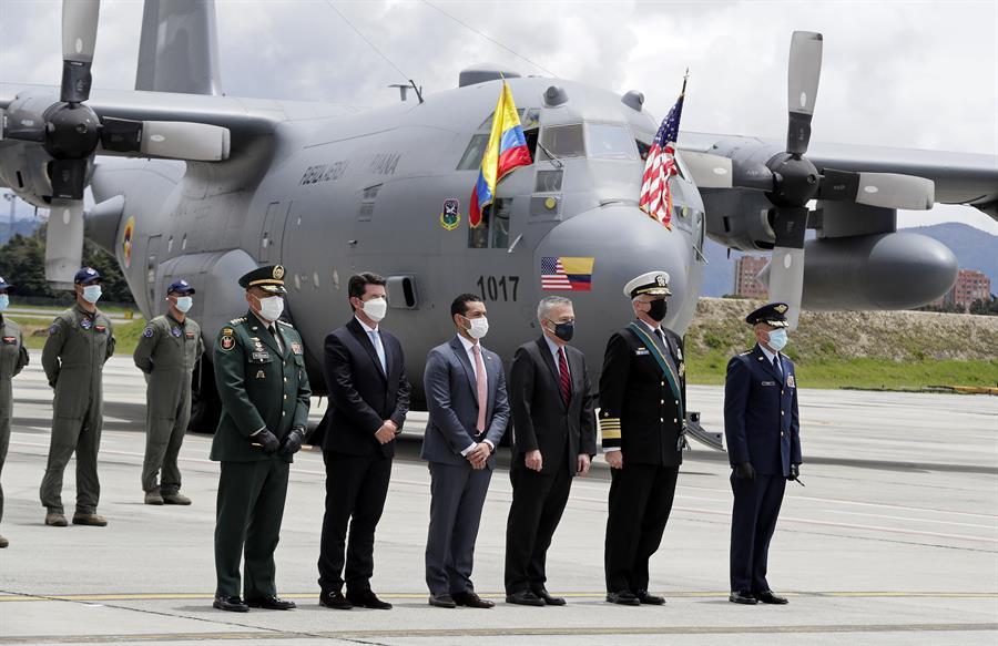 EE.UU. dona dos aviones a Colombia para combatir delitos transnacionales