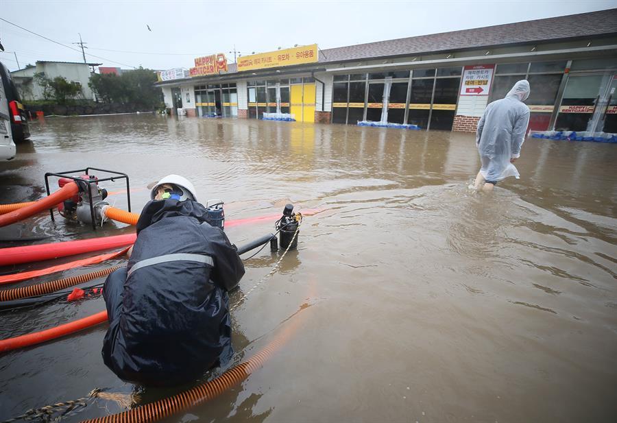 Tifón Chanthu deja inundaciones en la surcoreana Jeju en su camino a Japón