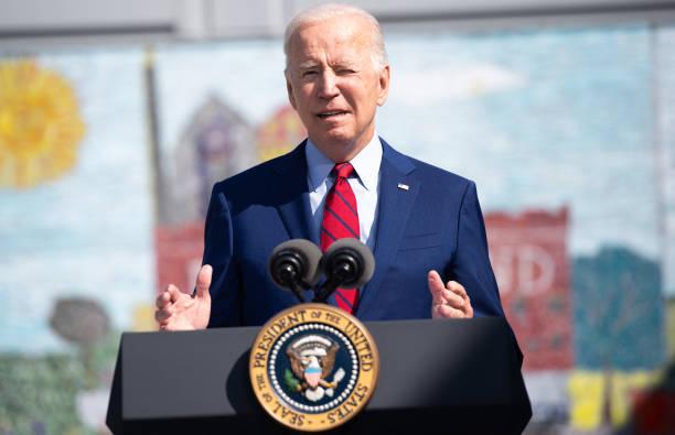 El presidente Joe Biden ofrece un discurso en la escuela preparatoria Brookland, en Washington, el 10 de septiembre de 2021. (Getty Images)