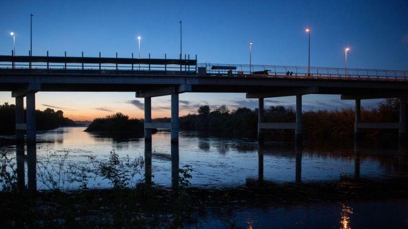 Estados Unidos reabre el paso fronterizo en Texas tras desalojar campamento de inmigrantes