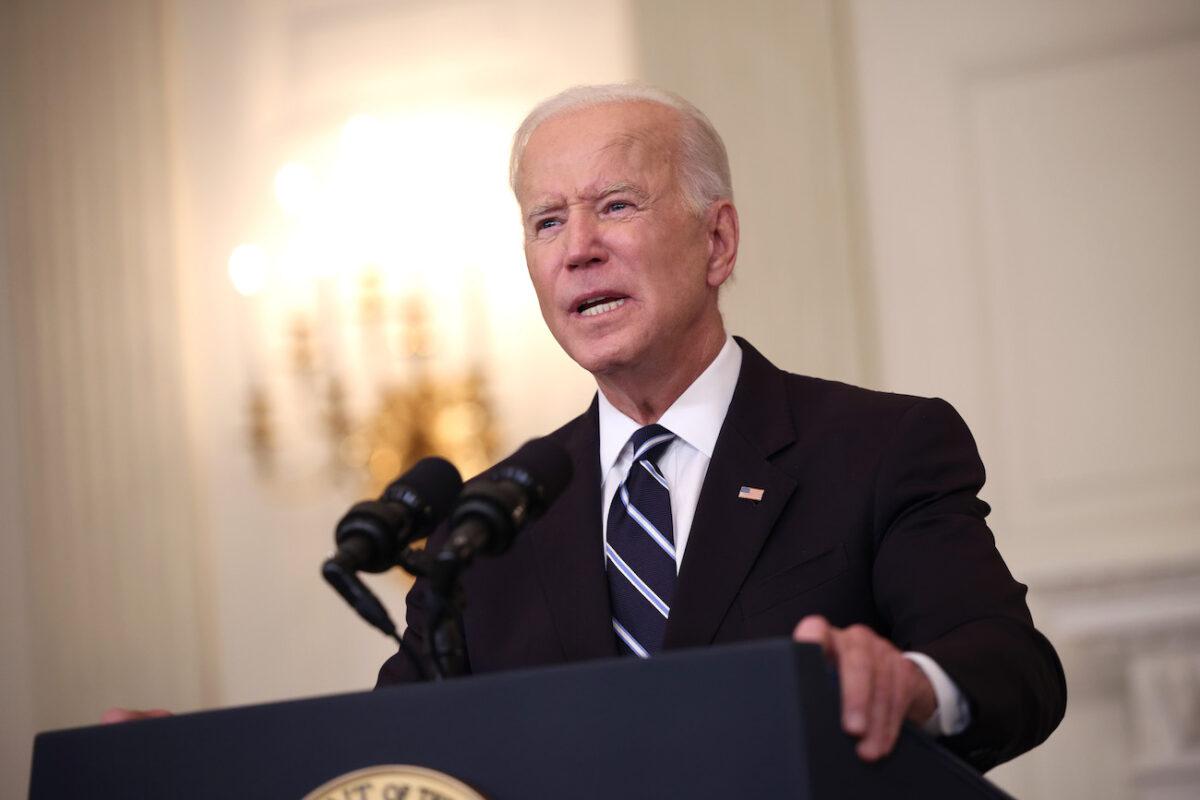 """Biden promete tener la frontera """"bajo control"""" en medio del aumento de inmigración ilegal en Del Río"""