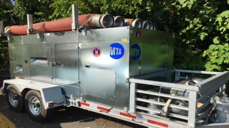 Una bomba diesel montada en un remolque. (Oficina del Inspector General de la MTA)