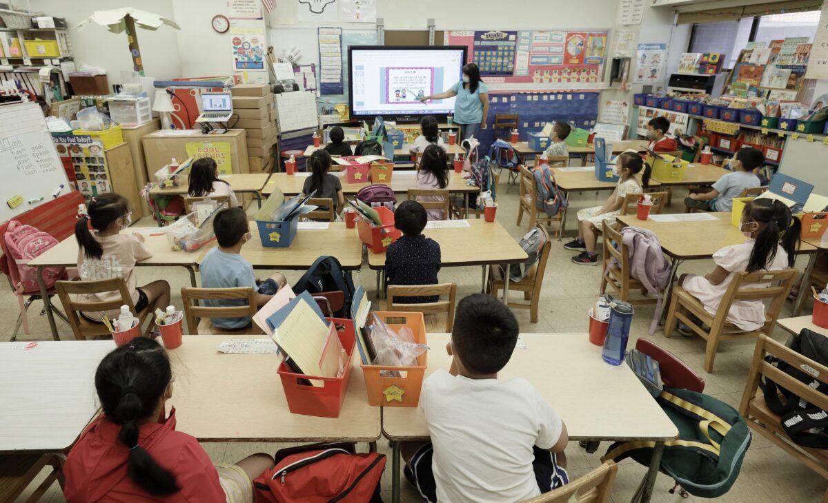 3000 maestros de NYC pidieron exenciones de vacunación, según sindicato