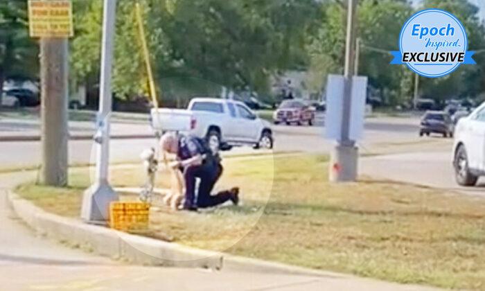 """Hombre filma a un policía limpiando un monumento de la víctima de un accidente: """"Es un buen tipo"""""""