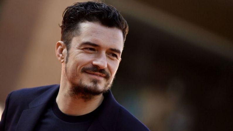 """El actor británico Orlando Bloom llega para asistir al estreno de la película """"Romans"""", en el 12º Festival de Cine de Roma el 4 de noviembre de 2017 en Roma. (TIZIANA FABI/AFP via Getty Images)"""