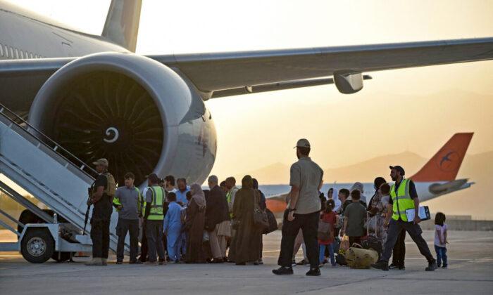 28 ciudadanos de EEUU salen de Kabul en un vuelo chárter, según confirma el Departamento de Estado