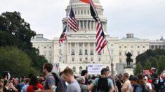 """La policía y prensa parecen superar en número a los manifestantes de """"Justicia para J6"""" en el Capitolio"""