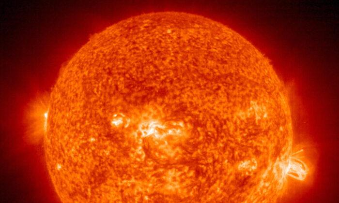 "Rara supertormenta solar provocaría ""apocalipsis de internet"" de varios meses de duración: estudio"