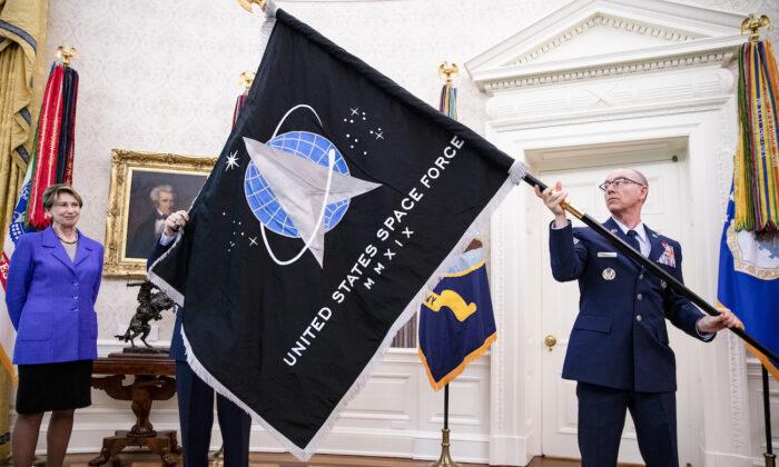 Los demócratas en el Congreso intentan derogar la Fuerza Espacial