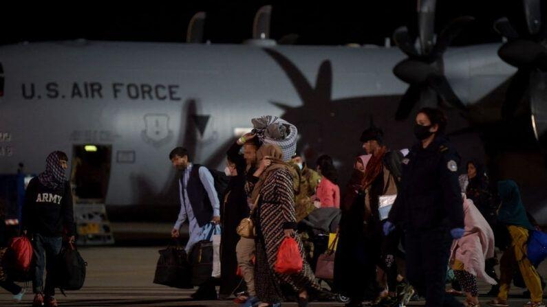 Acusan a 2 refugiados afganos de Fort McCoy de agresión sexual a menores y de violencia conyugal