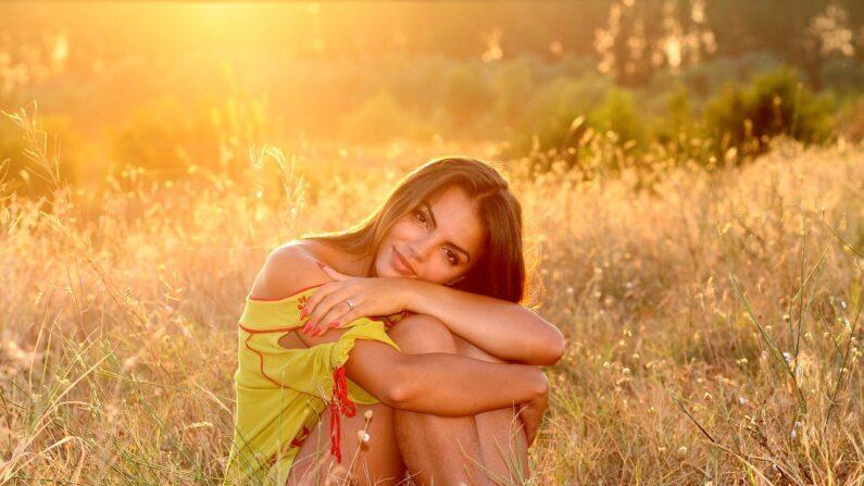 La mejor fuente de luz es la luz solar, pero recuerde evitar las quemaduras. (Imagen de Adina Voicu en Pixabay)