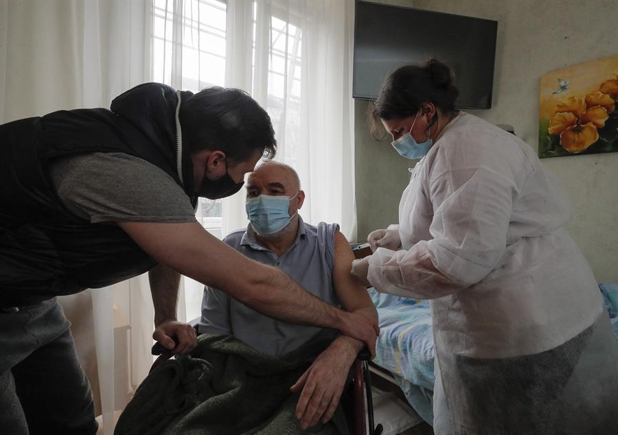 Ucrania registra nuevo récord de contagios y muertes de covid-19 en un día