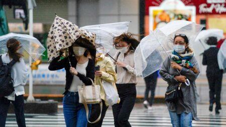 Tifón Mindulle deja cortes eléctricos y vuelos cancelados en Japón