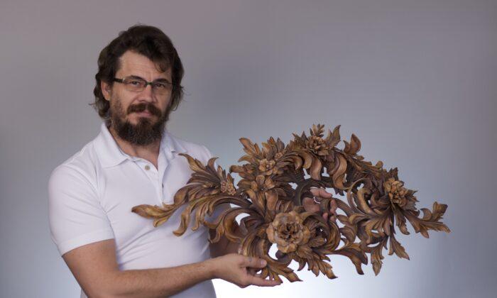 La historia de un escultor de madera: desde la represión soviética hasta la libertad en EE.UU.