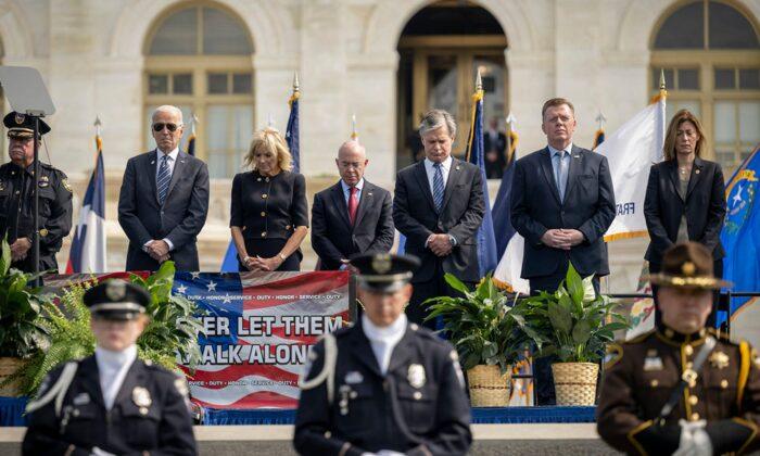 Secretario de Seguridad Nacional da positivo para COVID-19 después de dos días de un acto con Biden