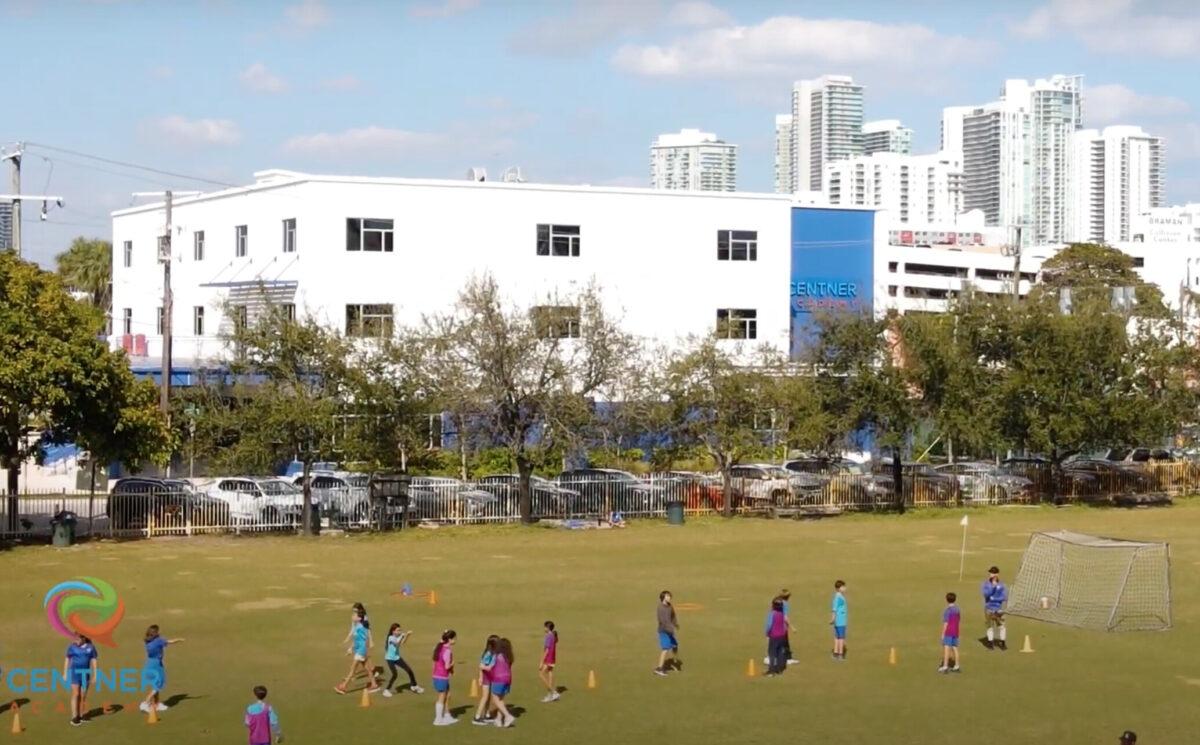 Escuela privada de Miami requiere que estudiantes se queden en casa 30 días después de vacunarse