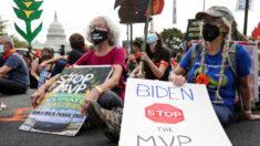 Arrestan a varios activistas por el clima tras un asalto al Departamento de Interior