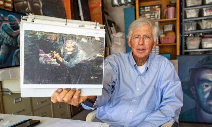 El exartista de combate Ed Bowen muestra uno de sus cuadros en Newport Beach, California, el 14 de septiembre de 2021. (John Fredricks/The Epoch Times)