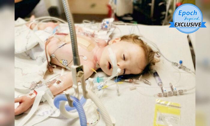 Bebé que superó 26 cirugías por raro defecto de nacimiento y enfermedad cardíaca, ¡ahora vive feliz!