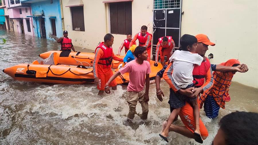 Más de 40 muertos por las fuertes lluvias en el norte y sur de la India