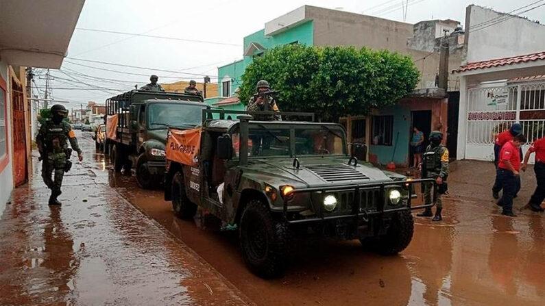 Personal del Ejército Mexicano recorre la zona tras el paso del huracán Pamela, el 13 de octubre de 2021, en Culiacán, estado de Sinaloa (México). EFE/Juan Carlos Cruz