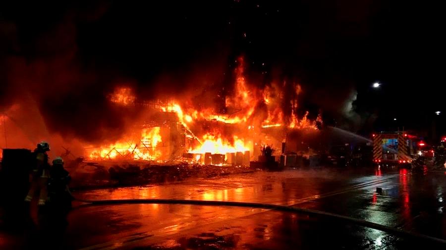 Incendio en el sur de Taiwán deja al menos 46 muertos y decenas de heridos