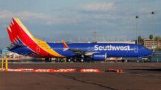 """""""No tiene sentido"""": Southwest Airlines dice que no despedirá a empleados que no se vacunen contra COVID"""