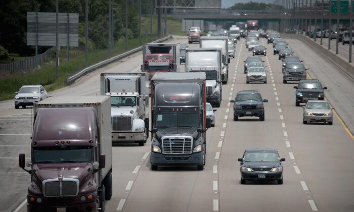 Casa Blanca ordena elevar temporalmente la capacidad de carga de los camiones