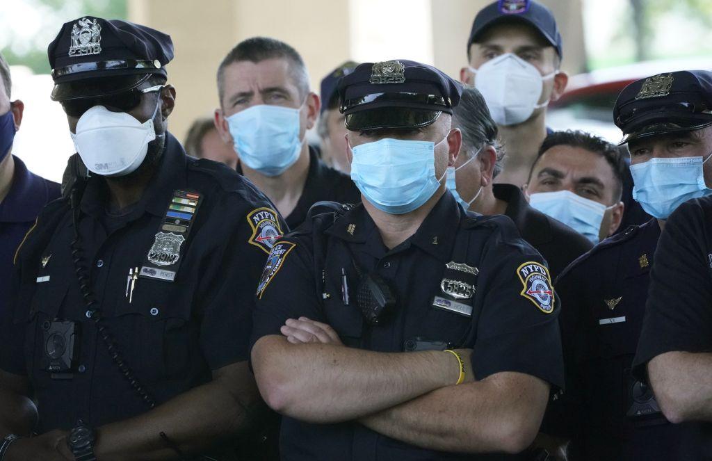 Sindicatos policiales de Nueva York anuncian acciones legales contra la orden de vacunación