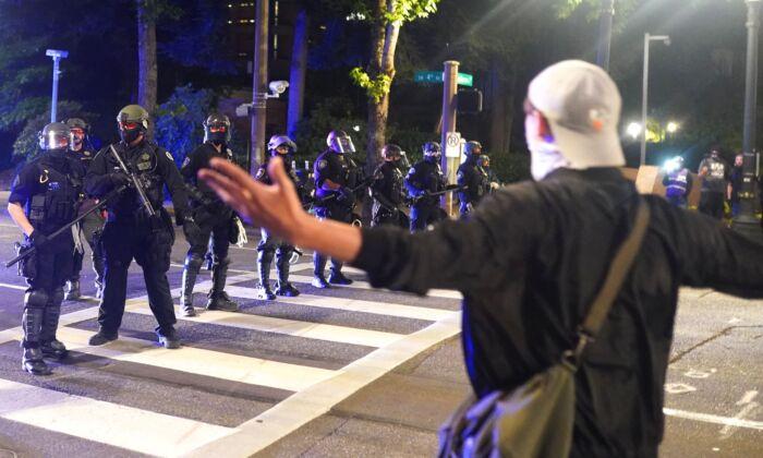 Policía de Portland no hace arrestos en últimos disturbios limitados por nueva ley