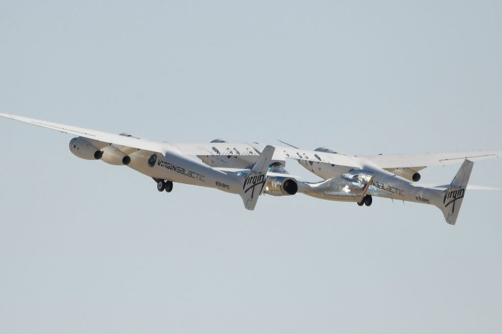 La FAA autoriza vuelos de nave espacial de Virgin Galactic tras percance de vuelo en julio