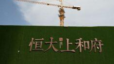 """Riesgos de Evergrande son """"controlables"""", dice Banco Central de China en medio de los crecientes temores"""