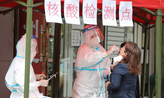 Nueva ola de brotes de COVID-19 afecta a varias regiones de China
