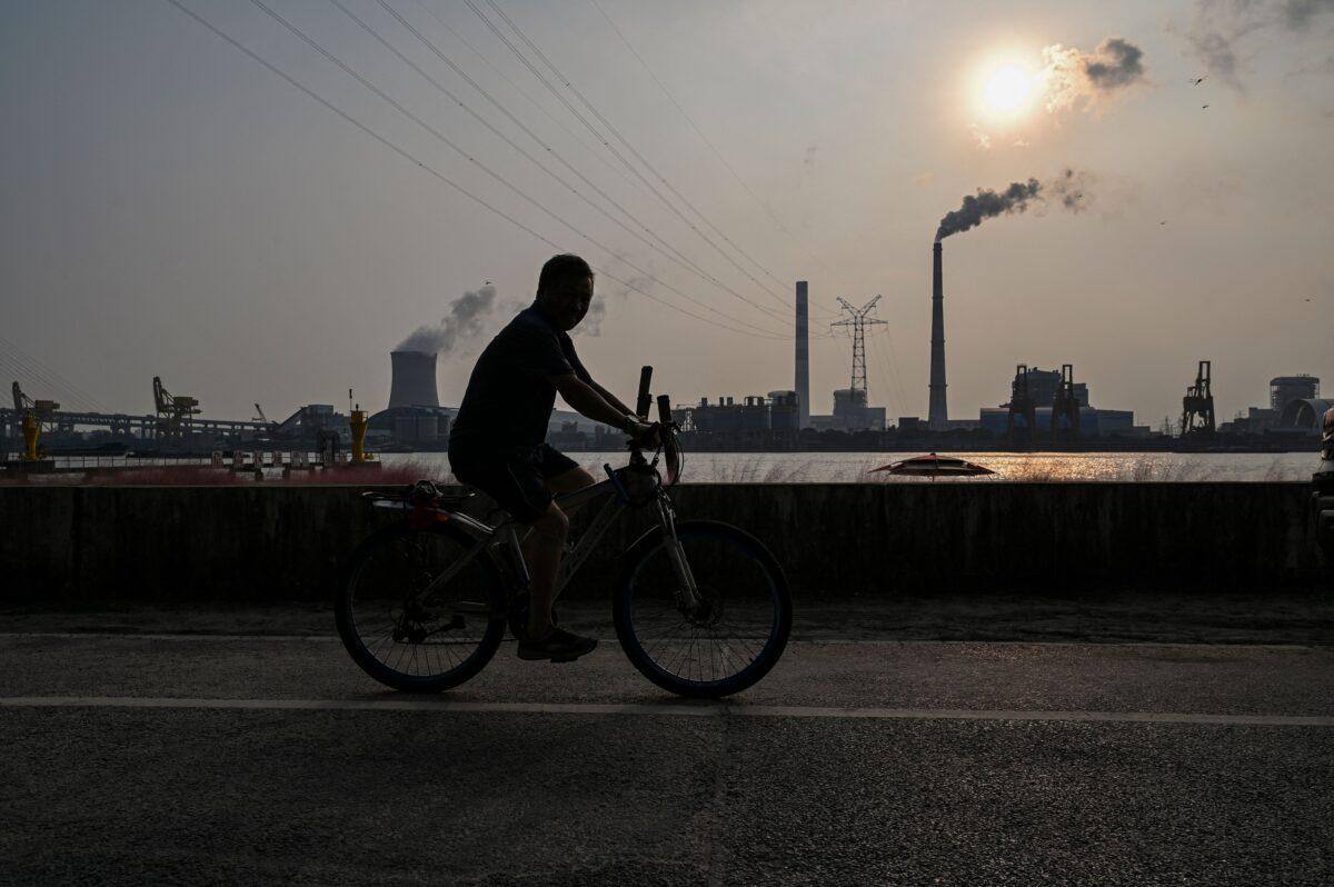 Crisis energética de China amenaza intento de Xi Jinping de mantenerse en el poder: Experto
