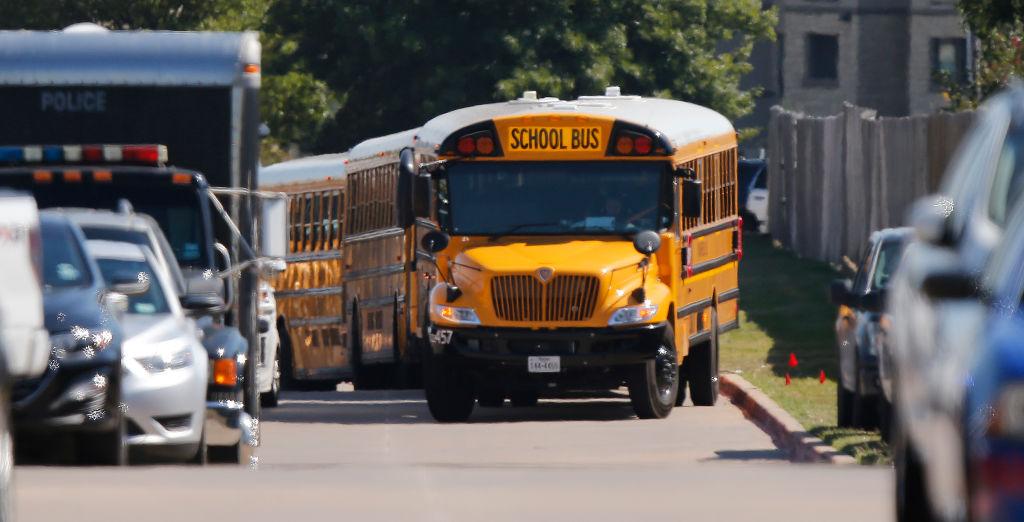 Seattle: Escuelas públicas quitarán 140 rutas de autobús por falta de empleados debido a orden de vacuna