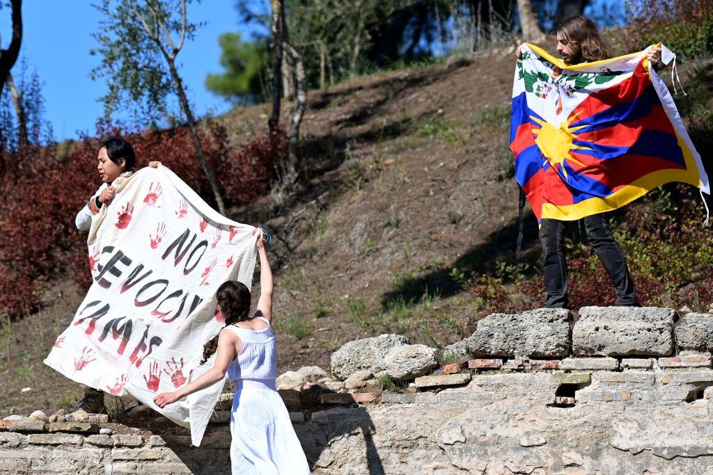 Grupos internacionales piden liberación de manifestantes de Atenas contra Juegos Olímpicos de Beijing