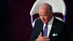 Biden dice que hay que despedir a los policías que rechazan la vacuna COVID-19