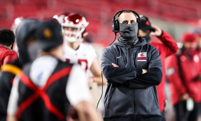 Universidad Estatal de Washington despide a su entrenador de fútbol por incumplir decreto de vacunas