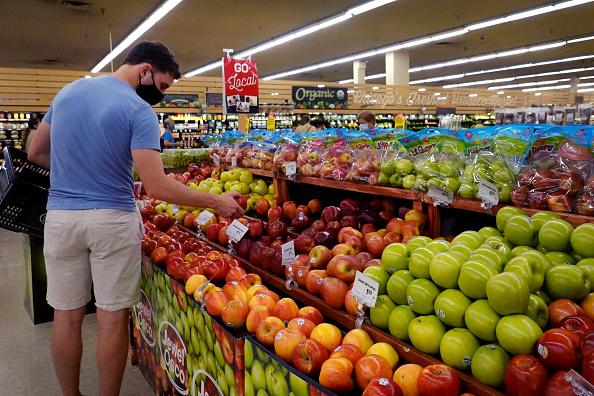 """Dueño multimillonario de supermercados advierte: Los precios de alimentos subirán """"extraordinariamente"""""""