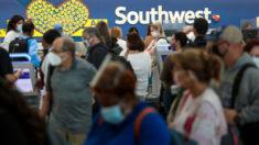 Southwest Airlines se disculpa tras cancelaciones masivas mientras el valor de sus acciones disminuye