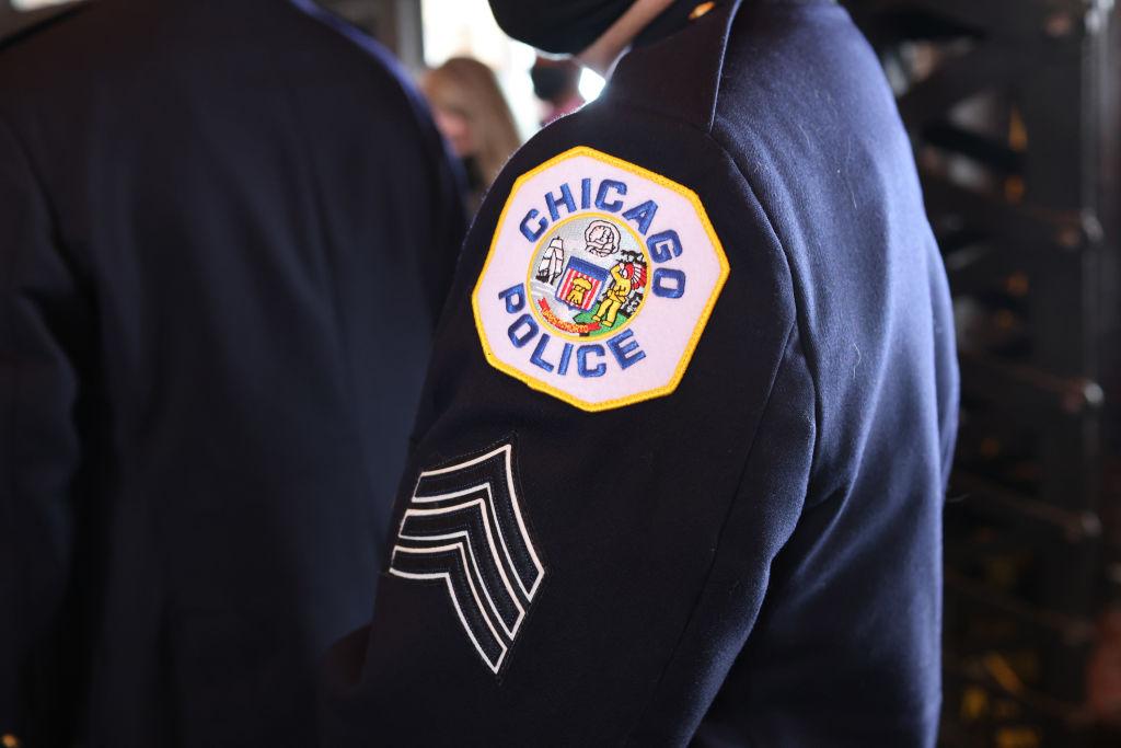 Departamento de Policía de Chicago está enviando a oficiales a casa si no se vacunan: Bombero