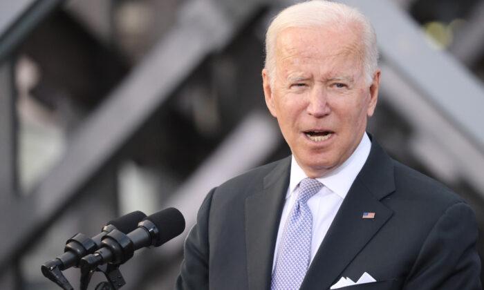 """Biden dice que EE. UU. está """"comprometido"""" en defender a Taiwán si China ataca"""