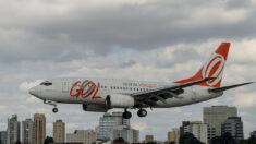 """Instan a empleados de la aviación a """"mantenerse firmes"""" y demandar a jefes por orden de vacunación"""