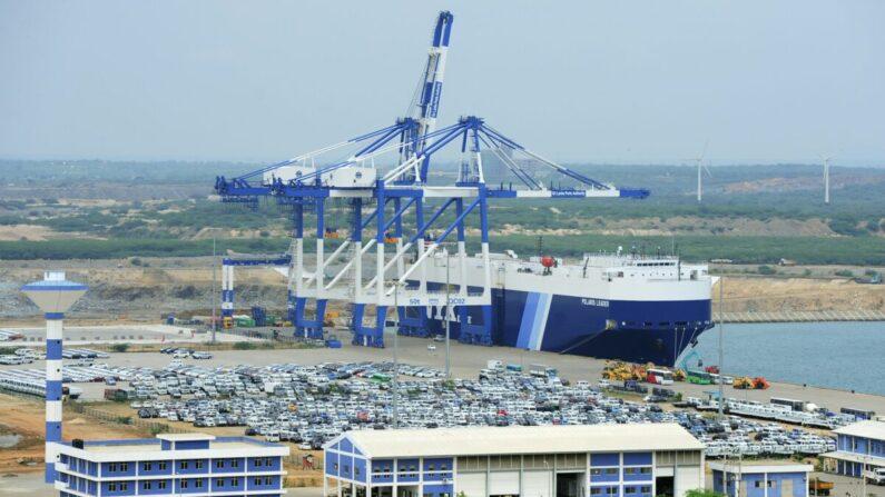 Vista general de las instalaciones portuarias de Hambantota el 10 de febrero de 2015. (Lakruwan Wanniarachchi/AFP vía Getty Images)l